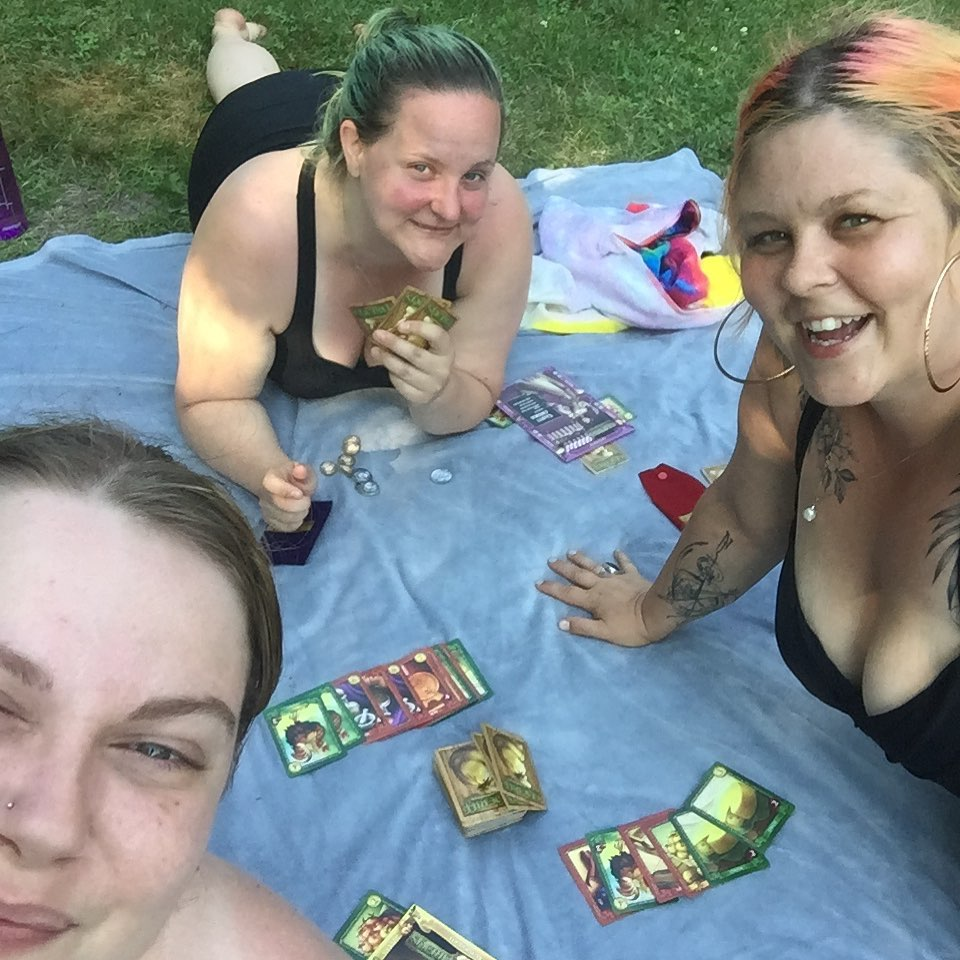 Trying to bluff whilst also drinking is pretty hilarious #sherrifofnottingham  #boardgames #ladiesflight #skinnerco